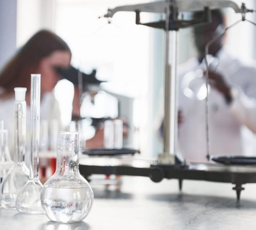 Laboratory laboratories conduct experiments in the chemical laboratory.